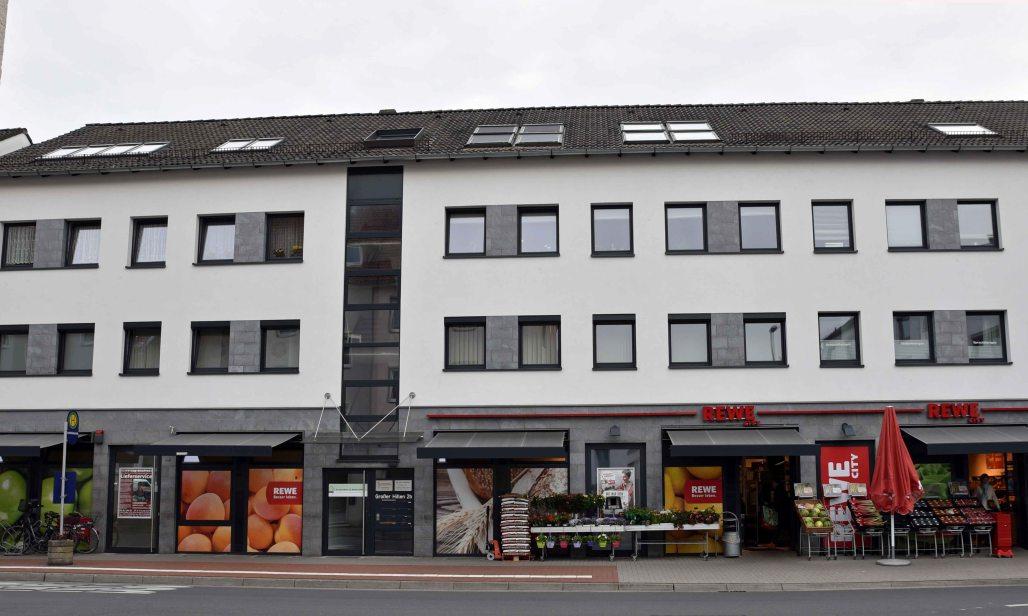 Gebäudefront mit Mieter REWE - Multi-Tenant Immoblien als Club Deal bei Hörtkorn Finanzen Heilbronn