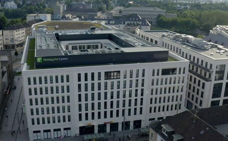 Stadtmitte Mülheim, Haltestelle Stadtmitte direkt vor dem Investitionsobjekt.